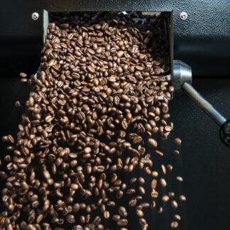 koffie komt uit de brander